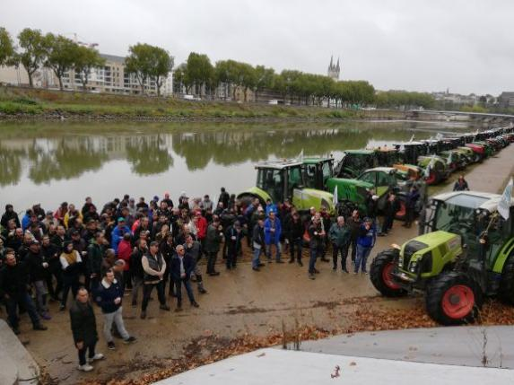 160 tracteurs ont convergé sur Angers